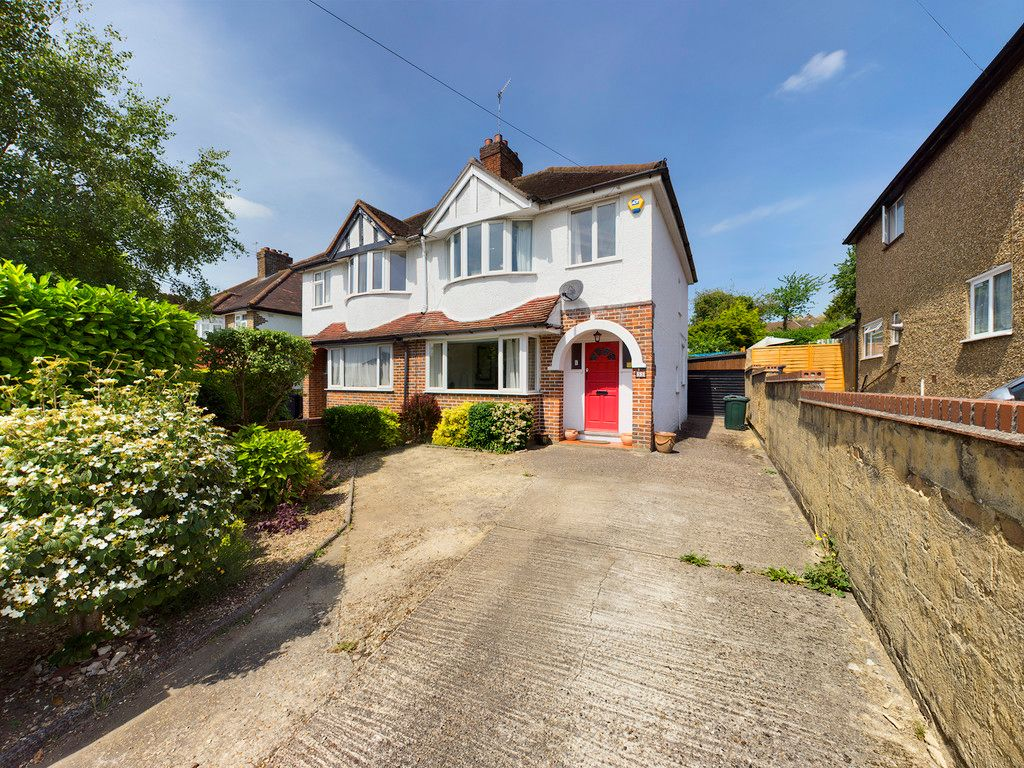 3 bed house to rent in Melbourne Road, High Wycombe, HP13