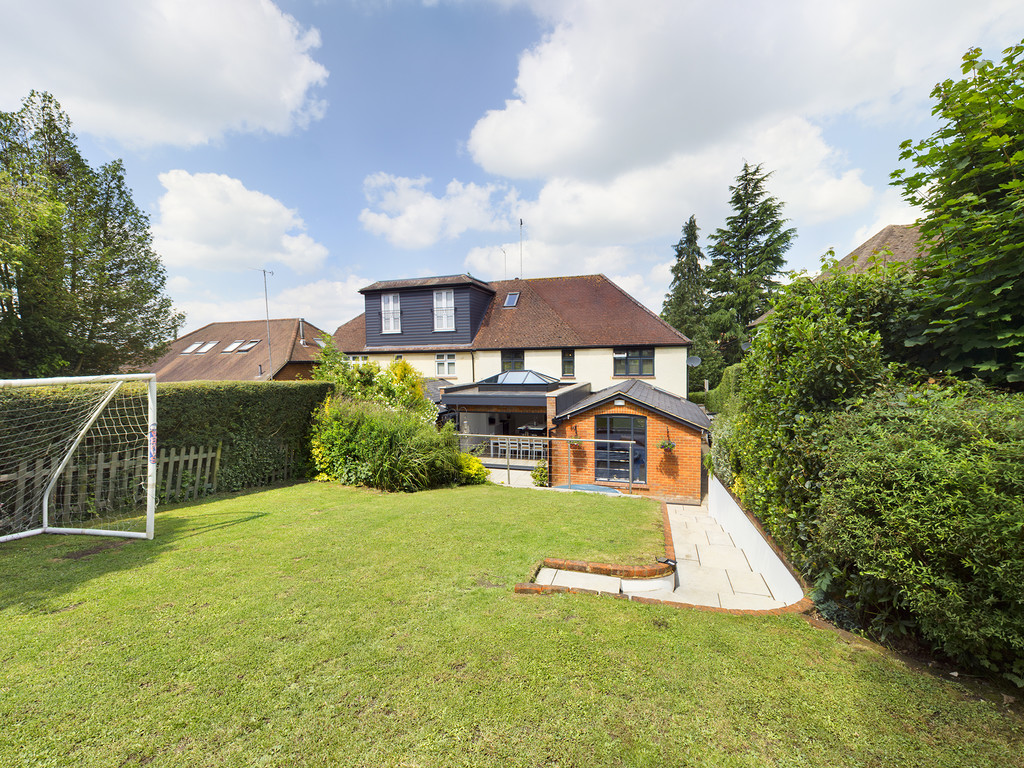5 bed house for sale in Sawpit Hill, Hazlemere  - Property Image 2