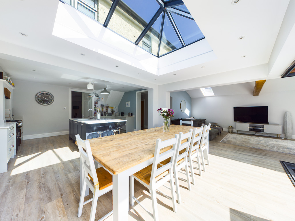 5 bed house for sale in Sawpit Hill, Hazlemere  - Property Image 11