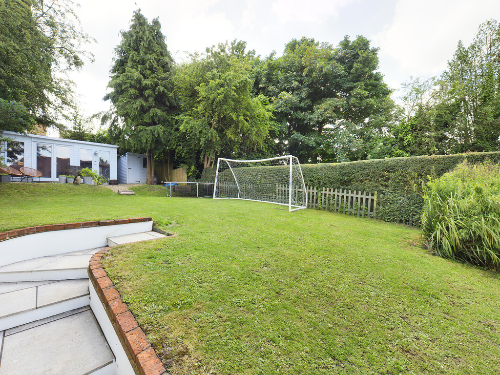 5 bed house for sale in Sawpit Hill, Hazlemere  - Property Image 13