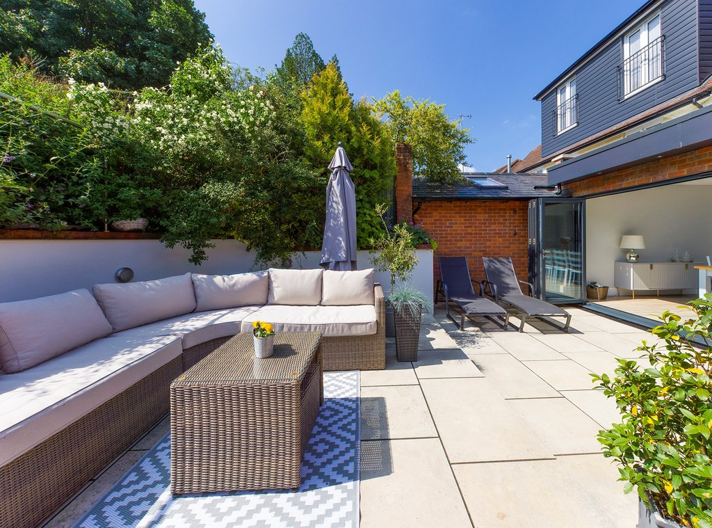 5 bed house for sale in Sawpit Hill, Hazlemere  - Property Image 3