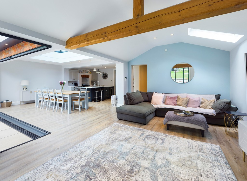 5 bed house for sale in Sawpit Hill, Hazlemere  - Property Image 5