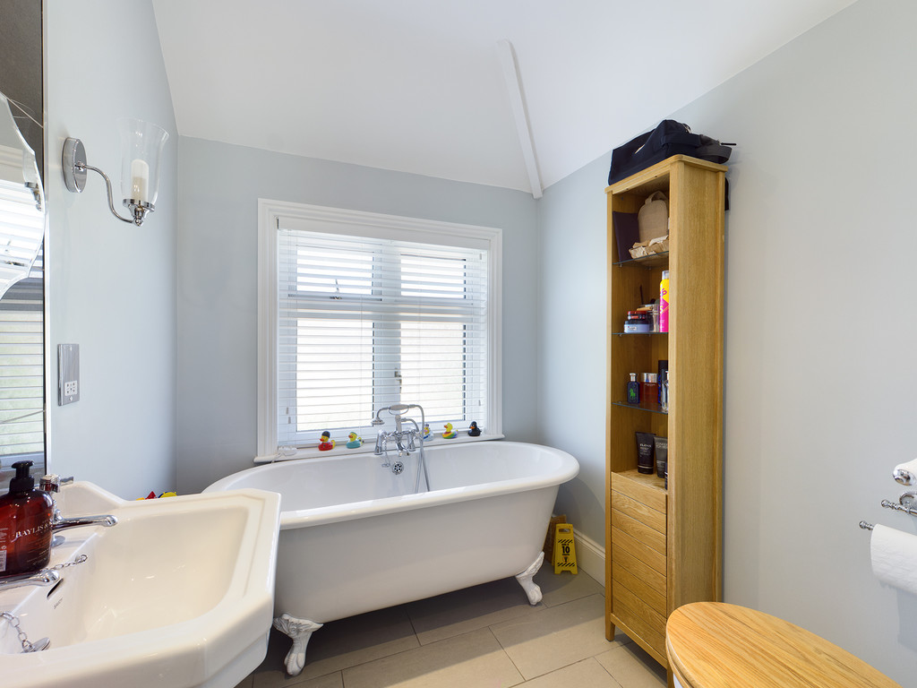 5 bed house for sale in Sawpit Hill, Hazlemere  - Property Image 8