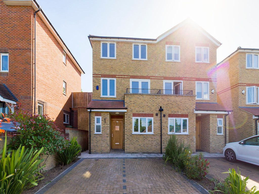 4 bed house to rent in Kingsmead Road, High Wycombe, HP11