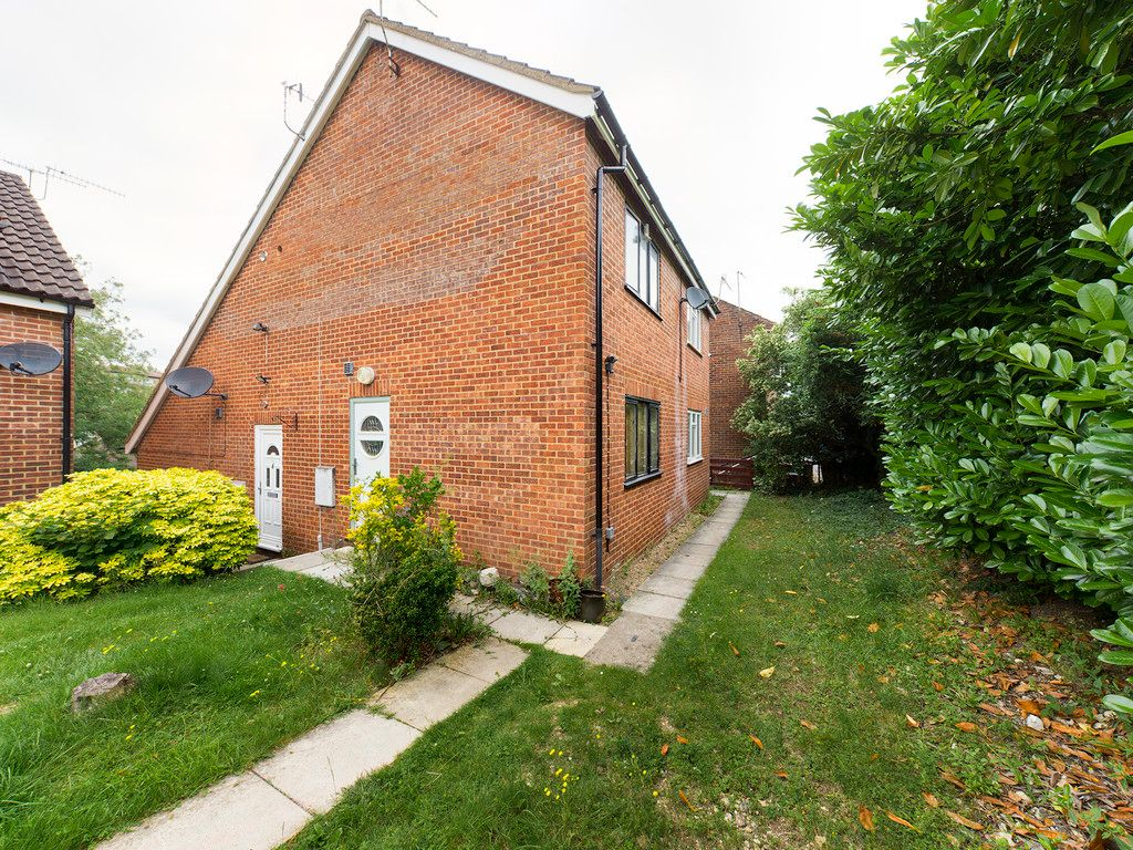 1 bed flat to rent in Carrington Road, High Wycombe, HP12