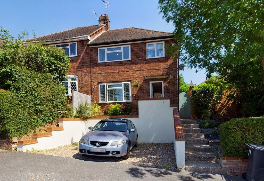 3 bed house for sale in Tenzing Drive, High Wycombe, HP13