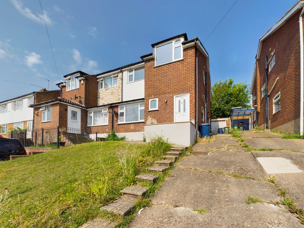 4 bed house to rent in Mayhew Crescent, High Wycombe, HP13
