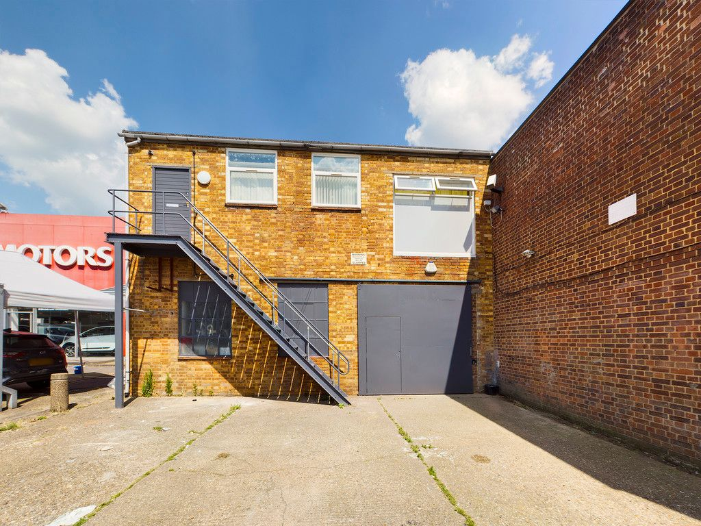 Commercial property to rent in Lansdales Road, High Wycombe, HP11