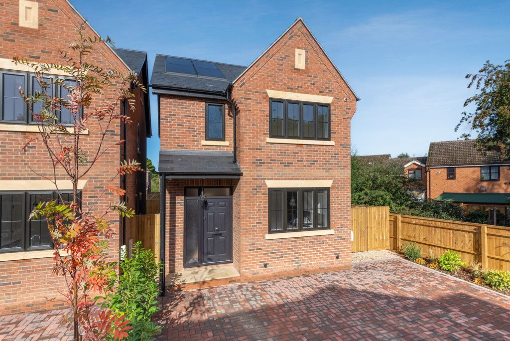 4 bed house for sale in The Coppice, Stokenchurch 1