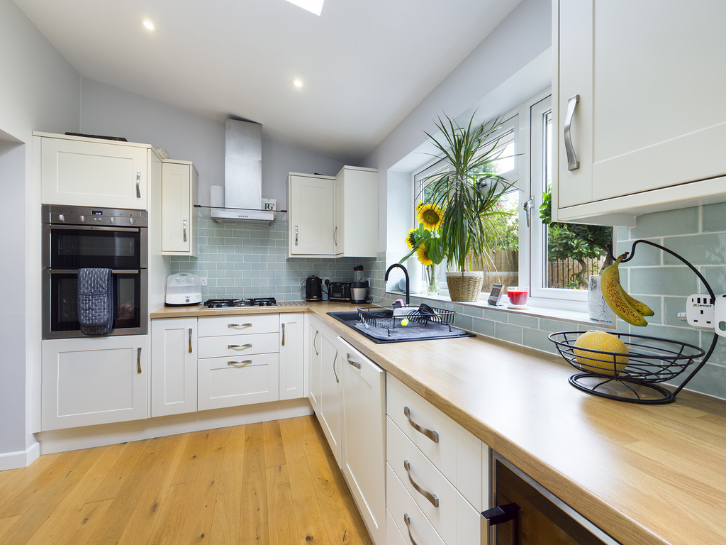 5 bed house for sale in The Warren, Hazlemere 17