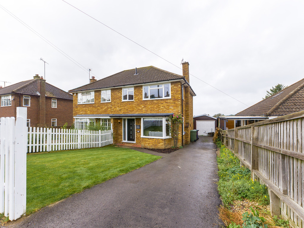 3 bed house for sale in Salisbury Close, Princes Risborough, HP27