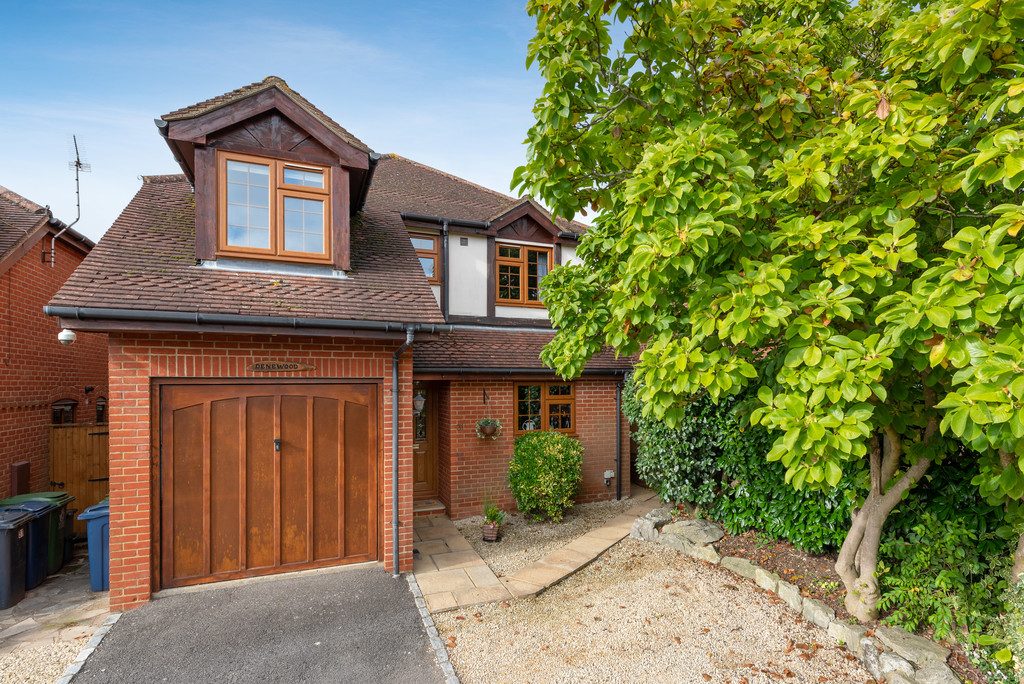 4 bed house for sale in Sawpit Hill, Hazlemere, HP15