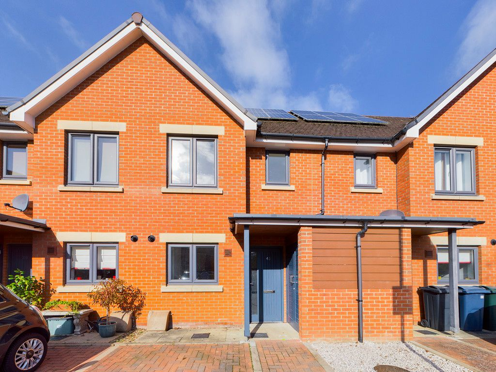2 bed house to rent in Bartlett Place, High Wycombe, HP12