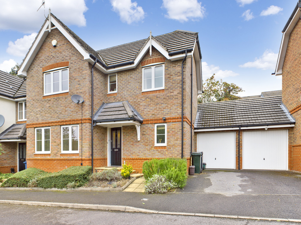 3 bed house for sale in Old Coach Drive, High Wycombe, HP11