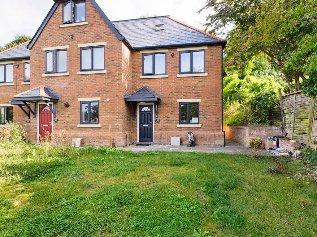 3 bed house to rent in Hughenden Road, High Wycombe, HP13