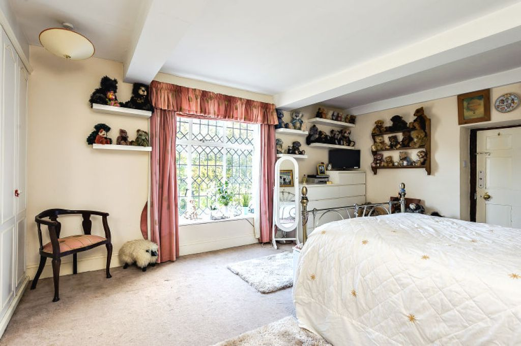 7 bed  for sale 10