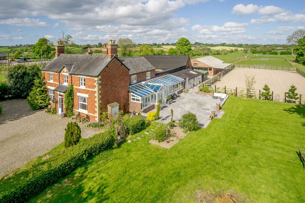 5 bed house for sale in Rhosygadfa, Oswestry, SY10