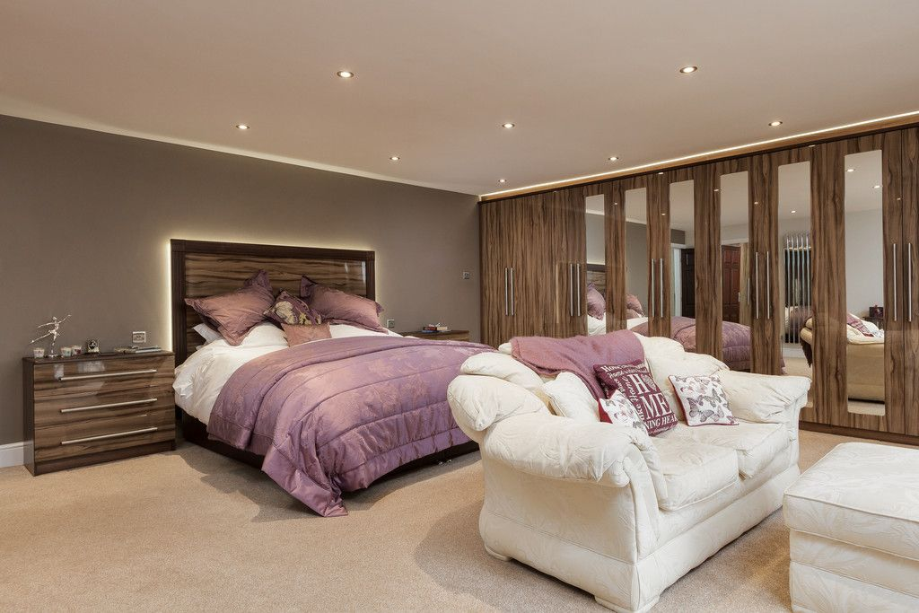 6 bed house for sale  - Property Image 11