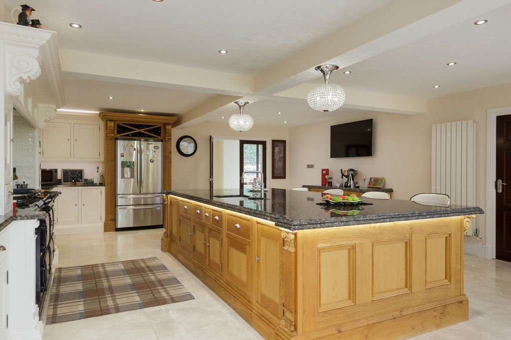 6 bed house for sale  - Property Image 5