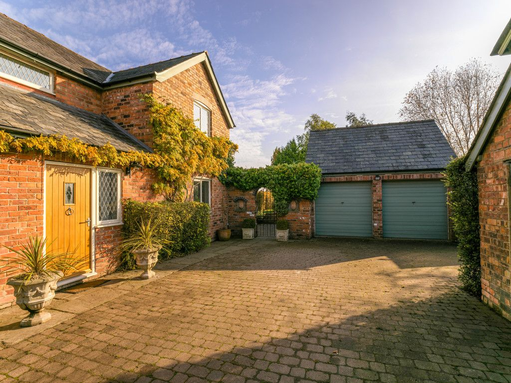 4 bed house for sale in Audlem, Cheshire  - Property Image 3