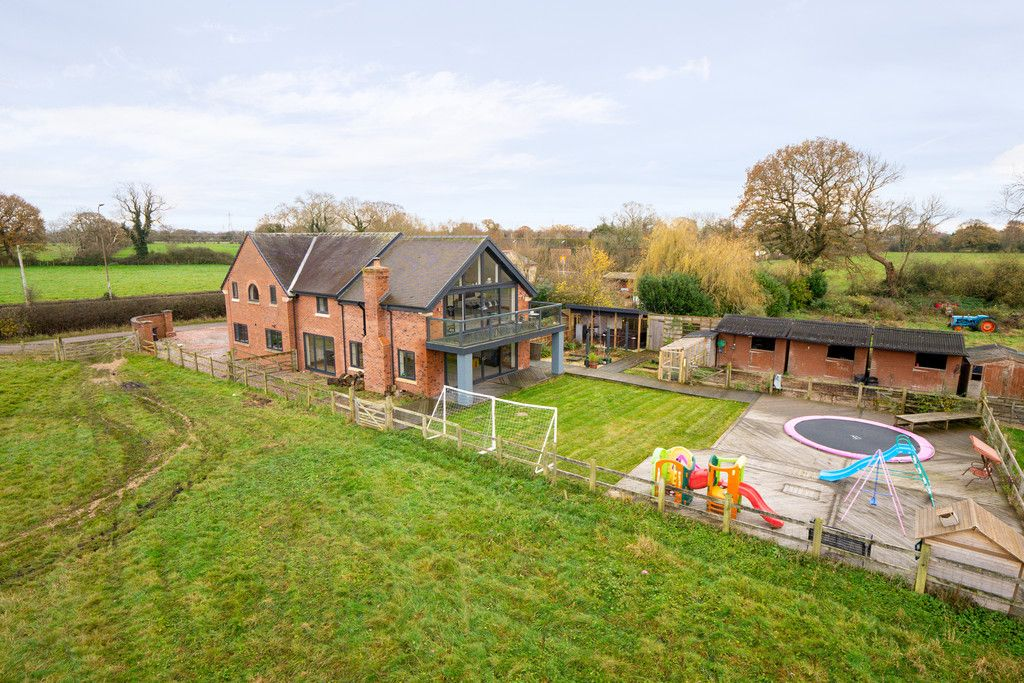 5 bed house for sale in Middlewich Road, Cheshire  - Property Image 1