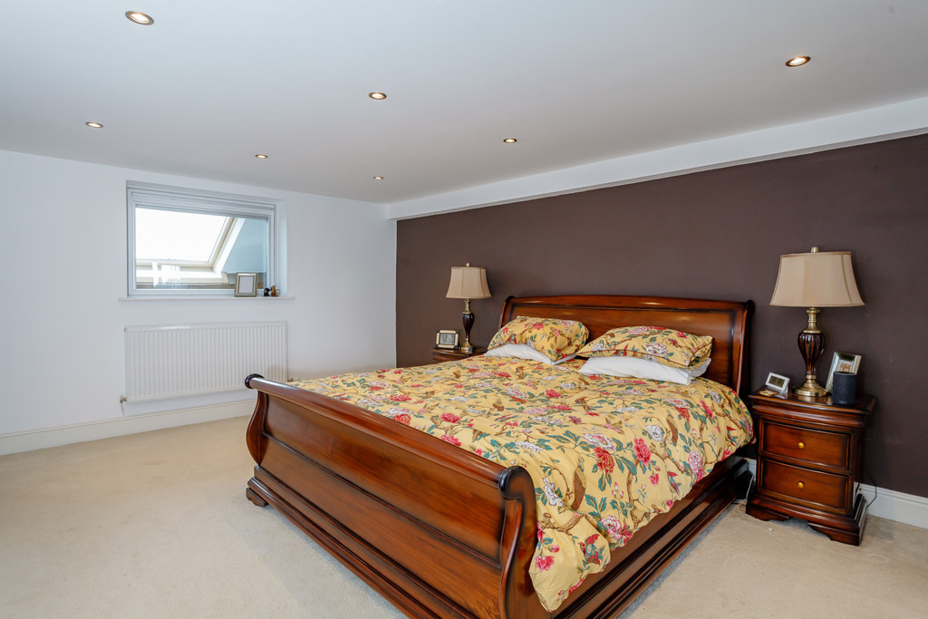 5 bed house for sale  - Property Image 14