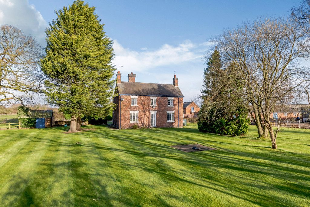 4 bed house for sale in Holme Farm, Mickle Trafford  2