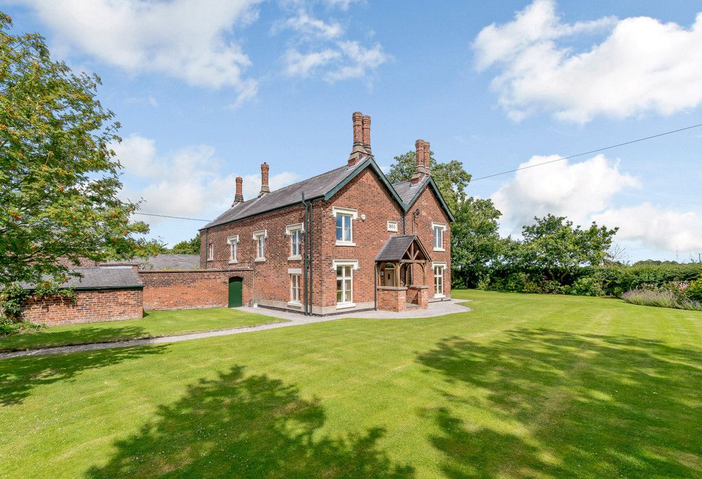 7 bed house for sale in Cogshall Lane, Northwich  - Property Image 2