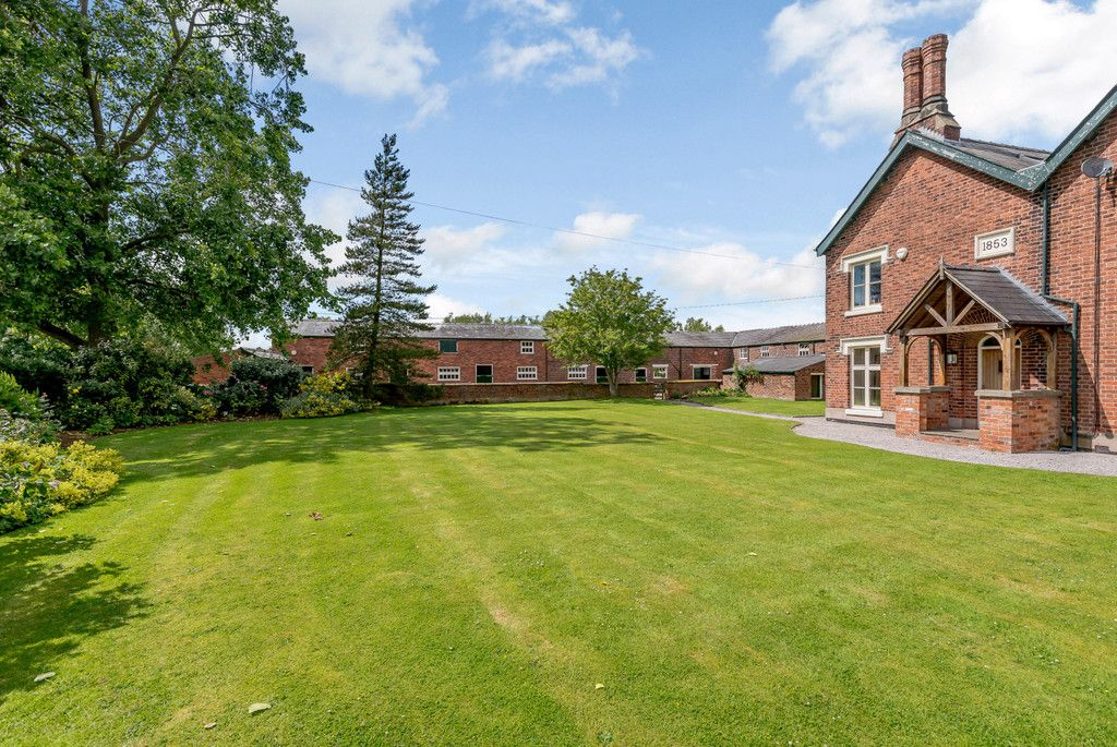 7 bed house for sale in Cogshall Lane, Northwich  - Property Image 25