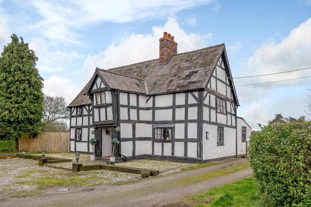 4 bed house for sale in Nantwich, Cheshire 2