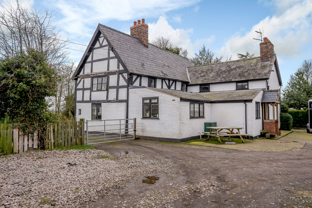 4 bed house for sale in Nantwich, Cheshire  - Property Image 3