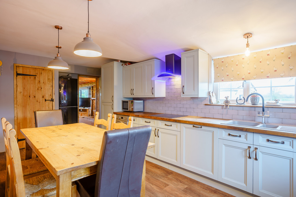4 bed house for sale in Nantwich, Cheshire  - Property Image 5