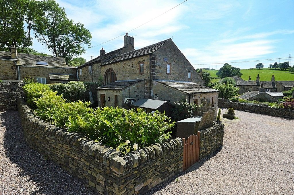 3 bed house for sale in Higher Chisworth, Glossop  - Property Image 1