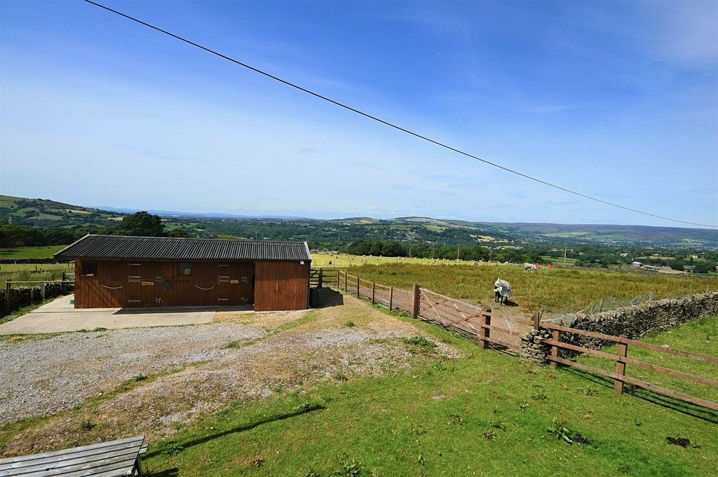 3 bed house for sale in Higher Chisworth, Glossop  - Property Image 15