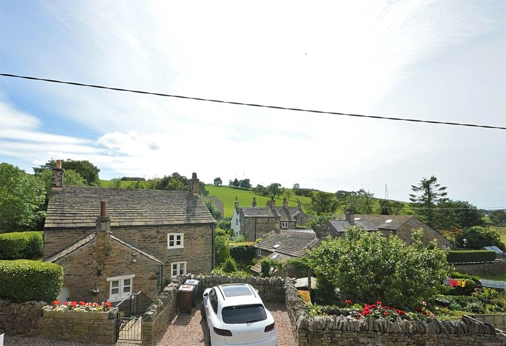 3 bed house for sale in Higher Chisworth, Glossop  - Property Image 17