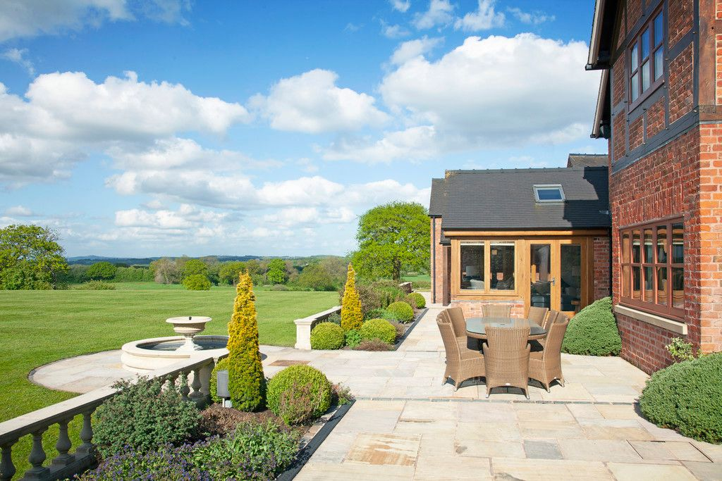 5 bed house for sale  - Property Image 34