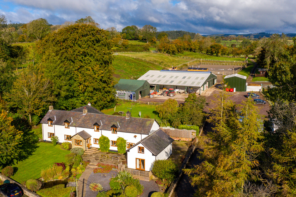 5 bed house for sale in Craigllwyn, Oswestry 1