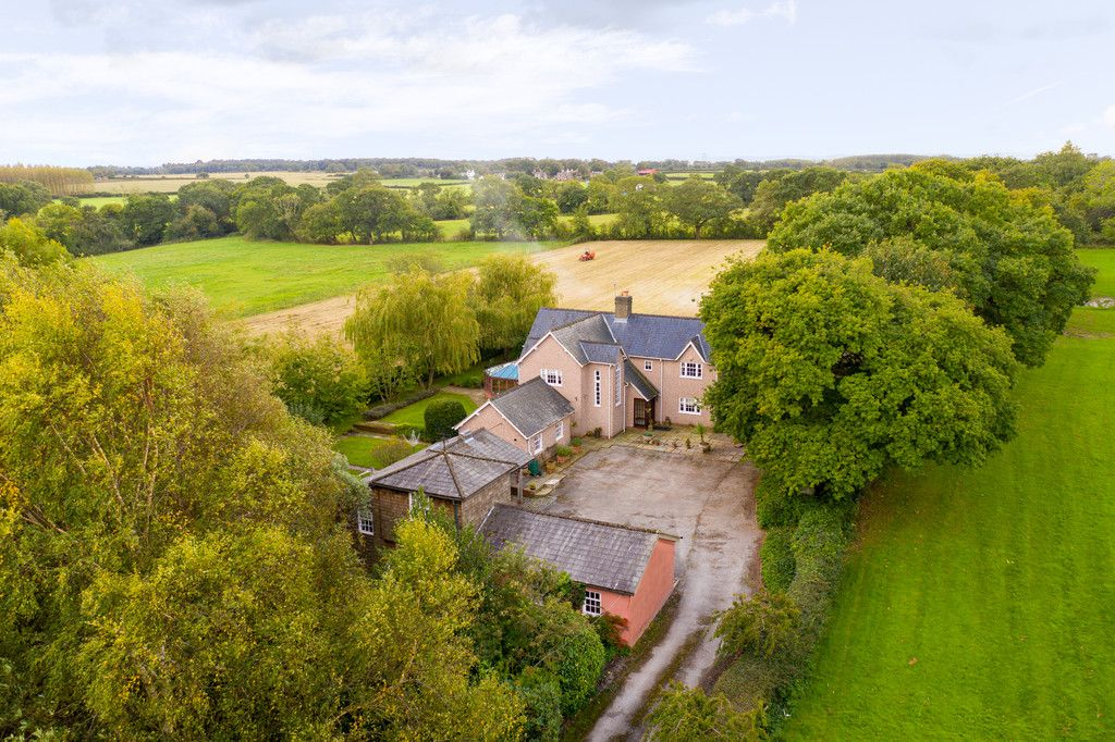 3 bed house for sale in Raby Vale Farm Cottage, Thornton Hough, Wirral, CH63   - Property Image 27
