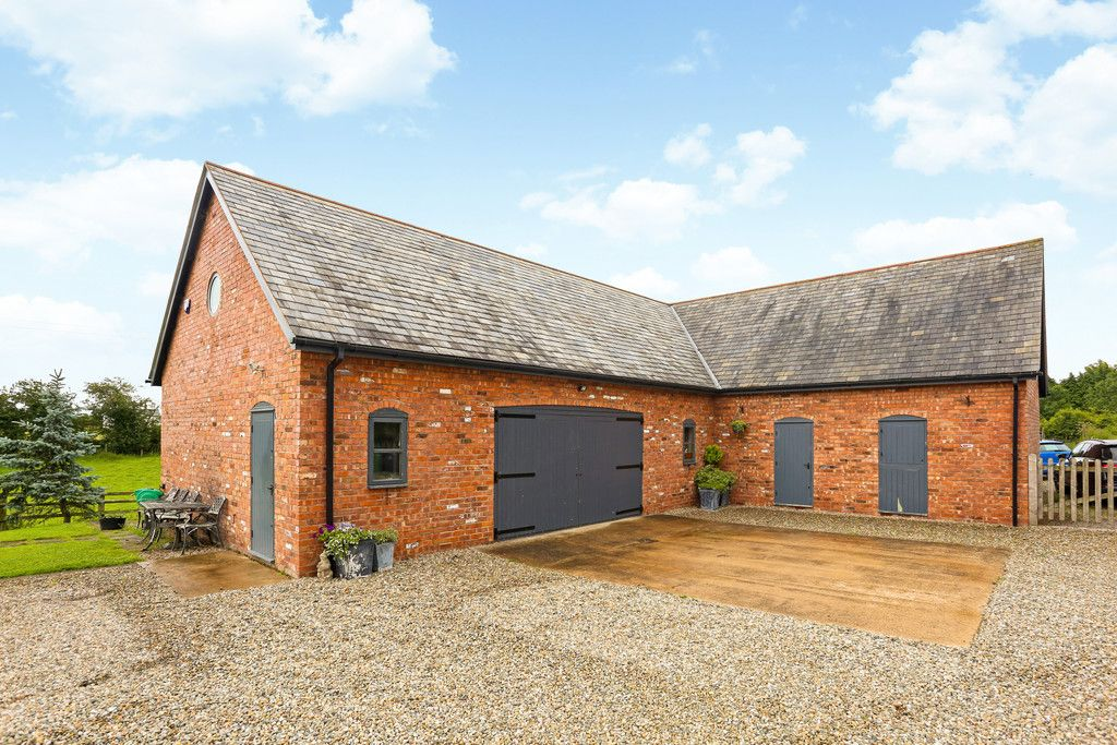 4 bed house for sale in Breaden Heath, Shropshire  - Property Image 3