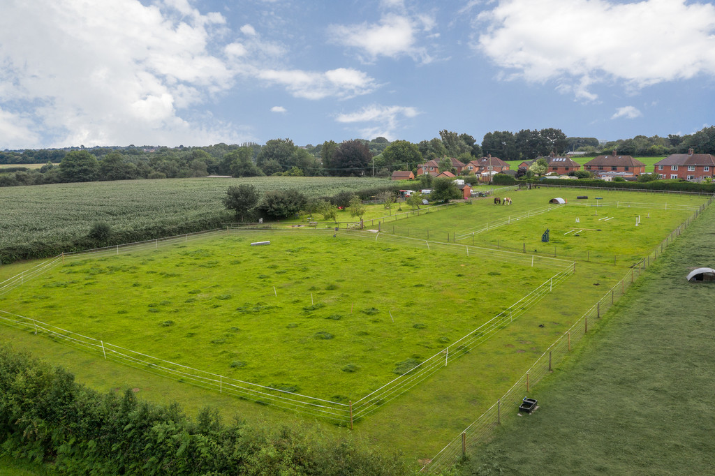 3 bed  for sale in Whitegate, Cheshire  - Property Image 2