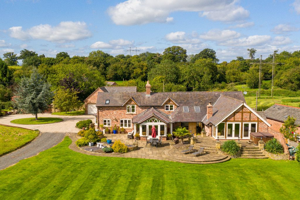 5 bed  for sale in Bangor-on-dee, Wrexham - Property Image 1