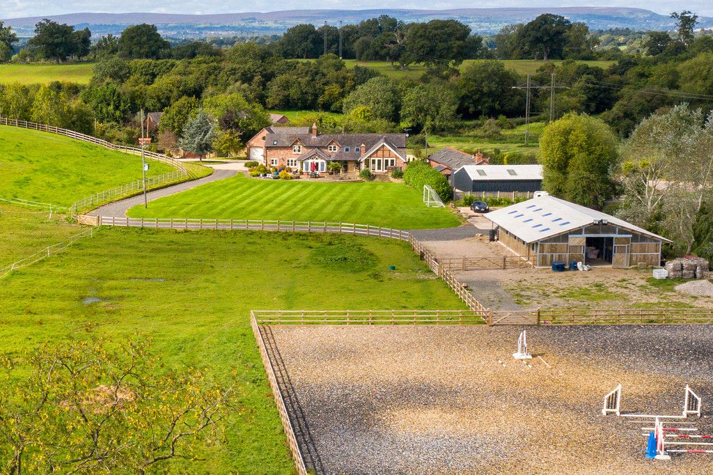5 bed  for sale in Bangor-on-dee, Wrexham  - Property Image 2