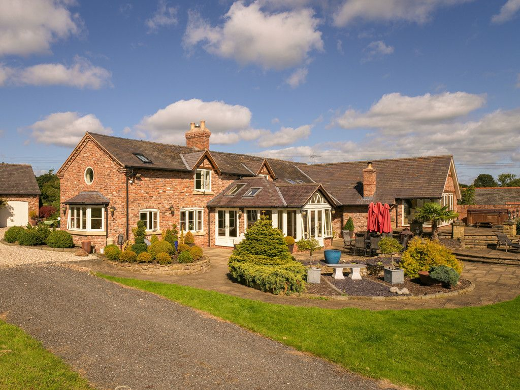 5 bed  for sale in Bangor-on-dee, Wrexham 5