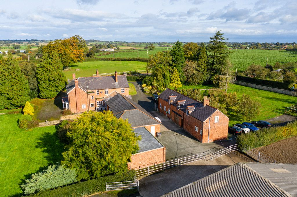 6 bed house for sale in Whitchurch, Shropshire  - Property Image 1