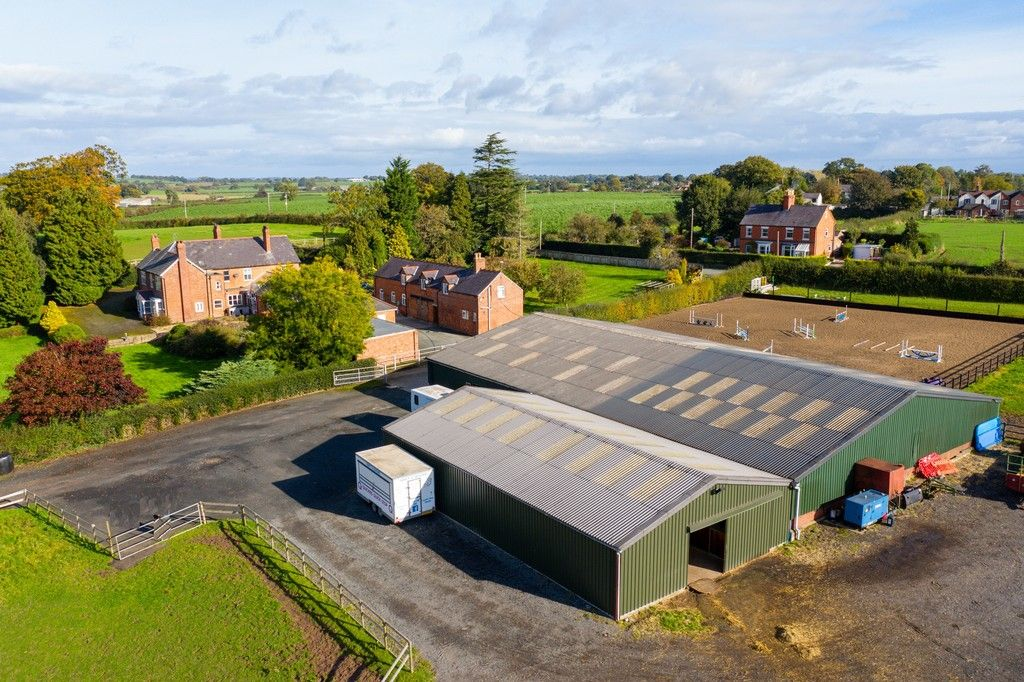 6 bed house for sale in Whitchurch, Shropshire  - Property Image 3
