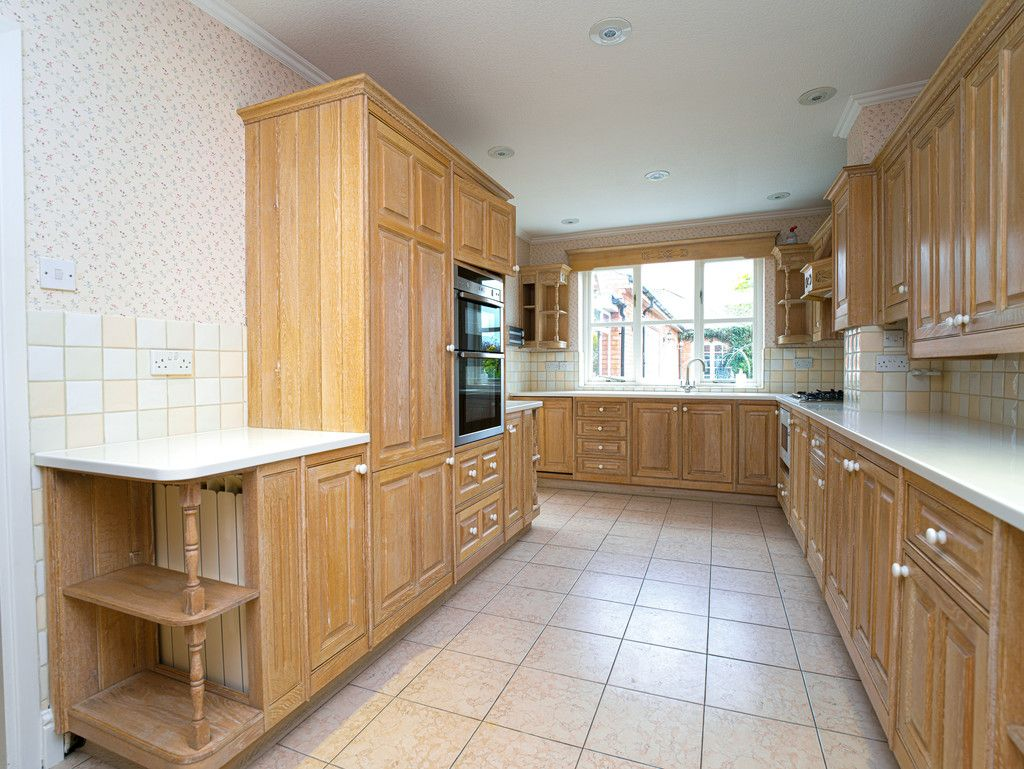 6 bed house for sale in Whitchurch, Shropshire 5