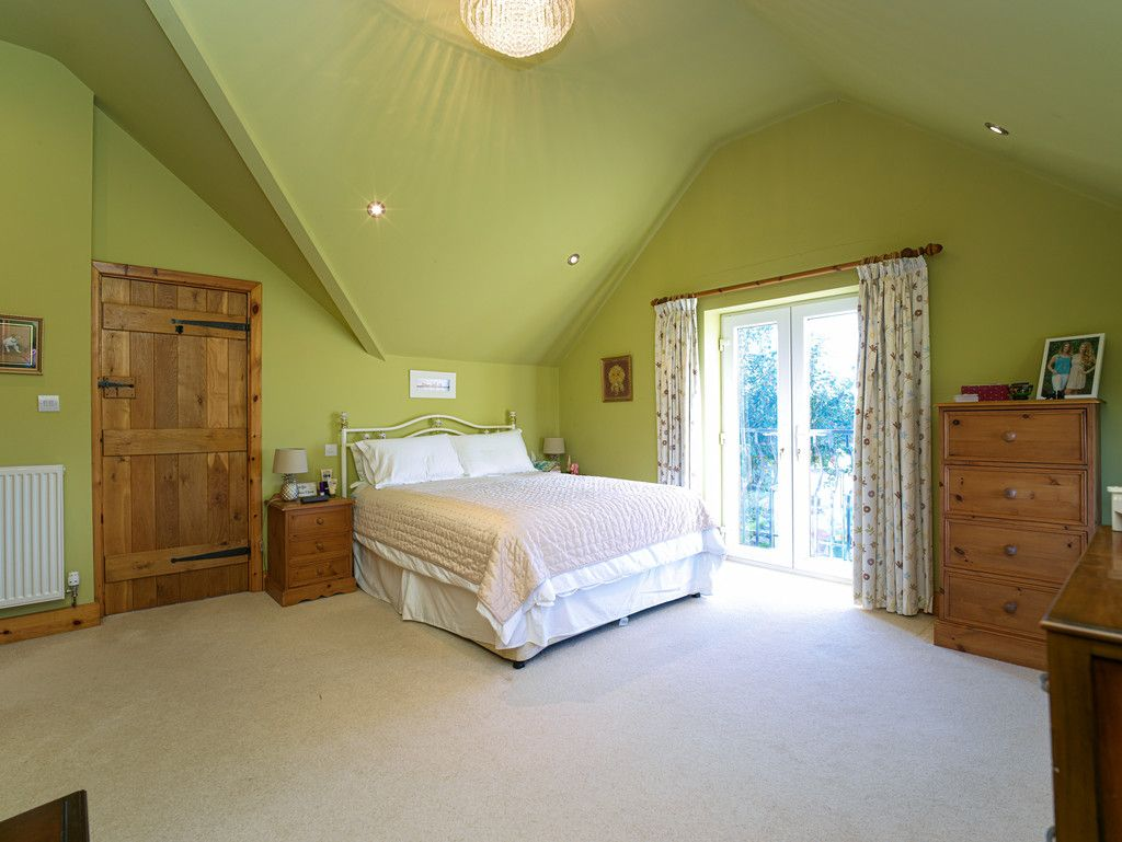 4 bed house for sale  - Property Image 8