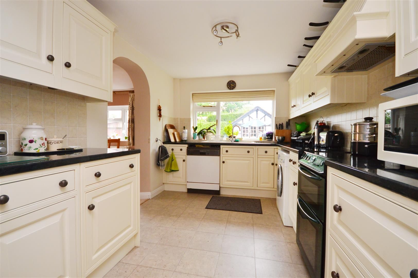 4 bed detached for sale  - Property Image 6