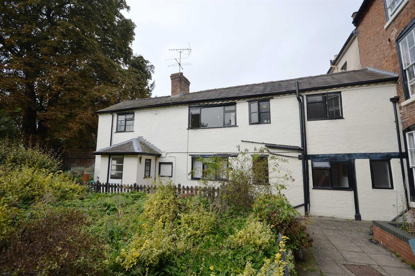 3 bed cottage for sale in Leominster 1