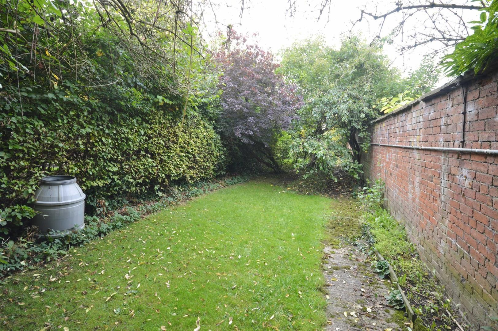 3 bed cottage for sale in Leominster 8
